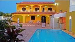 Casa Duplex Amarela com localização próxima das praias de Cabo Frio.
