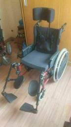 Cadeira de rodas especial reclinável com apoio de cabeça e cinto de segurança