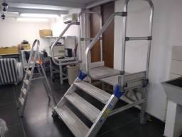Escada tipo industrial para manutenção de equipamentos vários