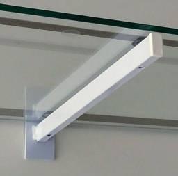 20 suportes metálicos para prateleiras de painel canaletado com largura de 30cm.