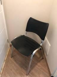 Cadeira fixa ISO em ótimo estado