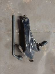Macaco e chave roda
