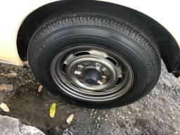 Título do anúncio: Jogo de rodas originais de Brasília LS c/ pneus Pirelli Tornado 5.90 14