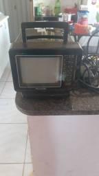 Vendo essa TV e relíquia e antiga e funciona