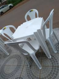 Conjunto de mesa Tramontina 4 cadeiras plástico