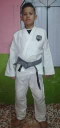 Kimono Branco Na Guarda M3.