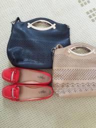 Duas bolsas e um sapato número 37