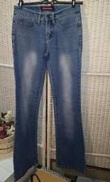 Calça jeans yoda tam 36, corte flare, cintura baixa