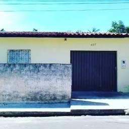 Vende-se uma casa no centro de Vargem Grande
