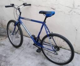 Excelente Montain Bike