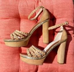 Sandália VIA Mia, Bege com Dourada, meia pata, nº 35 - pouquíssimo uso