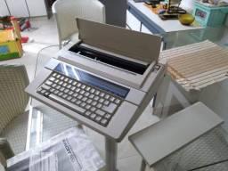Máquina de Escrever Elétrica Facit