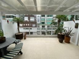 Apartamento com terraço! Junto à praça Luis Bassani!