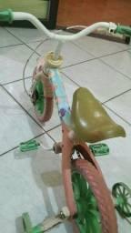 Bicicleta infantil da moranguinho em bom estado