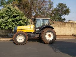 Trator BH 180 ano 2006