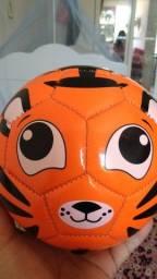 Título do anúncio: Brinquedos, bola de futebol pequena e grande