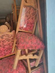 Cadeiras antigas com entalhes a mão