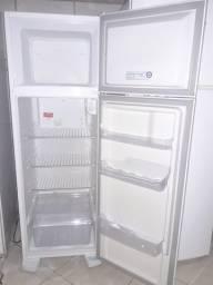 Vendo geladeira dúplex eletrolux seminova unico dono mt abaixo do valor de uma nova