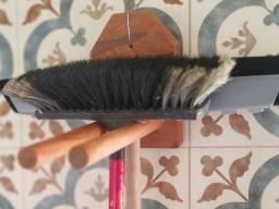 Organizador / suporte de vassouras, rodo e pazinha