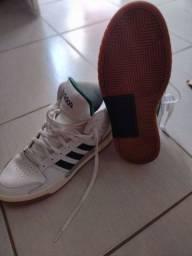 Título do anúncio: Tênis basqueteira Adidas.
