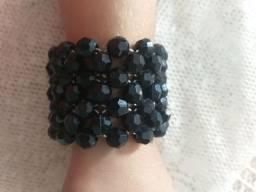 Bracelete de miçangas pretas