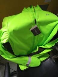 Jaqueta Nike Tri-Fit verde c/ grafite