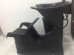 Lavatório e cadeira