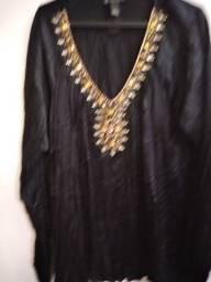 Blusa estilo bata em cetim bordada importada