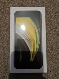 Título do anúncio: Iphone Se (2020) 2ª geração 64Gb - Preto - Lacrado - desbloqueado - Garantia