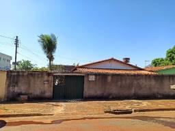 Casa Residencial mais Barracão no Setor Santos Dumont em Goiânia