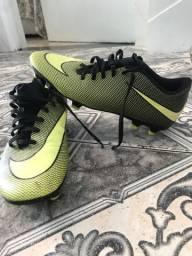 Chuteira Nike Bravota