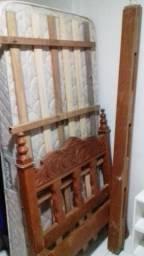 Cama em madeira solteiro e colchão