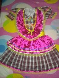 Vende-se um vestido de festa junina