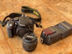 Câmera nikon D5300 lente de 50 mm mais Flasch