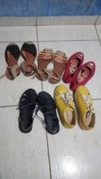 Lote de sapatos para menina