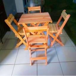 Mesa de pallete com 4 cadeira dobraves
