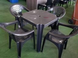 Jogo de Mesa com Cadeiras Plástica