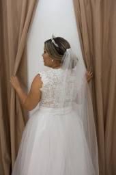 Vestido de noiva ,salto branco 37 e véu