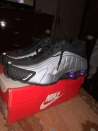 Tenis Nike R4