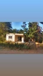 Casa pronta pra morar, com um terreno do lado q dá pra construir outra casa.