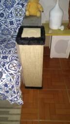 Arranhador protetor canto sofá com porta copos embutido
