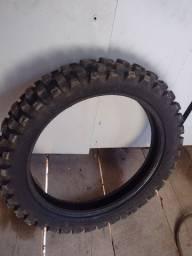 Vendo pneu de trilha
