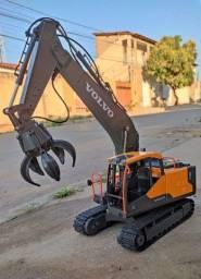 Título do anúncio: Escavadeira Volvo de Controle Remoto ( Nova) Vários brinquedos