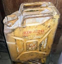 Galão de combustível reserva antigo da Jeep