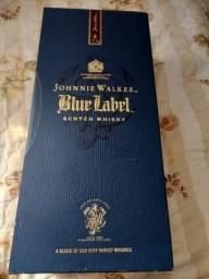 Título do anúncio: Whisky Blue Label 1 litro (Garrafa Antiga)