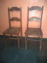 Título do anúncio: Duas cadeiras em madeira maciça.
