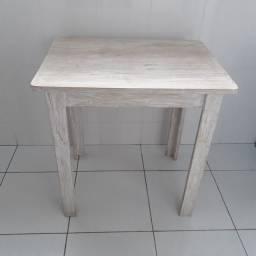 Mesa de madeira versátil