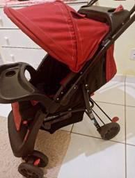 Carrinho de bebê fácil locomoção