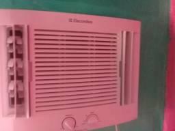 Vendo ar-condicionado Eletrolux mas informação