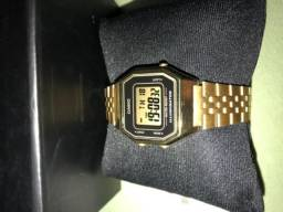 Relógio Casio dourado com preto